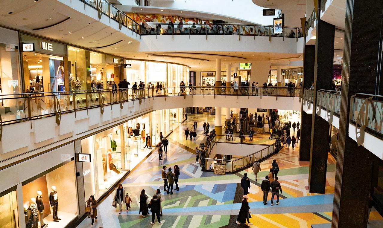 Coronavirus: Magazinele din mall-uri suspendă contracte de închiriere.